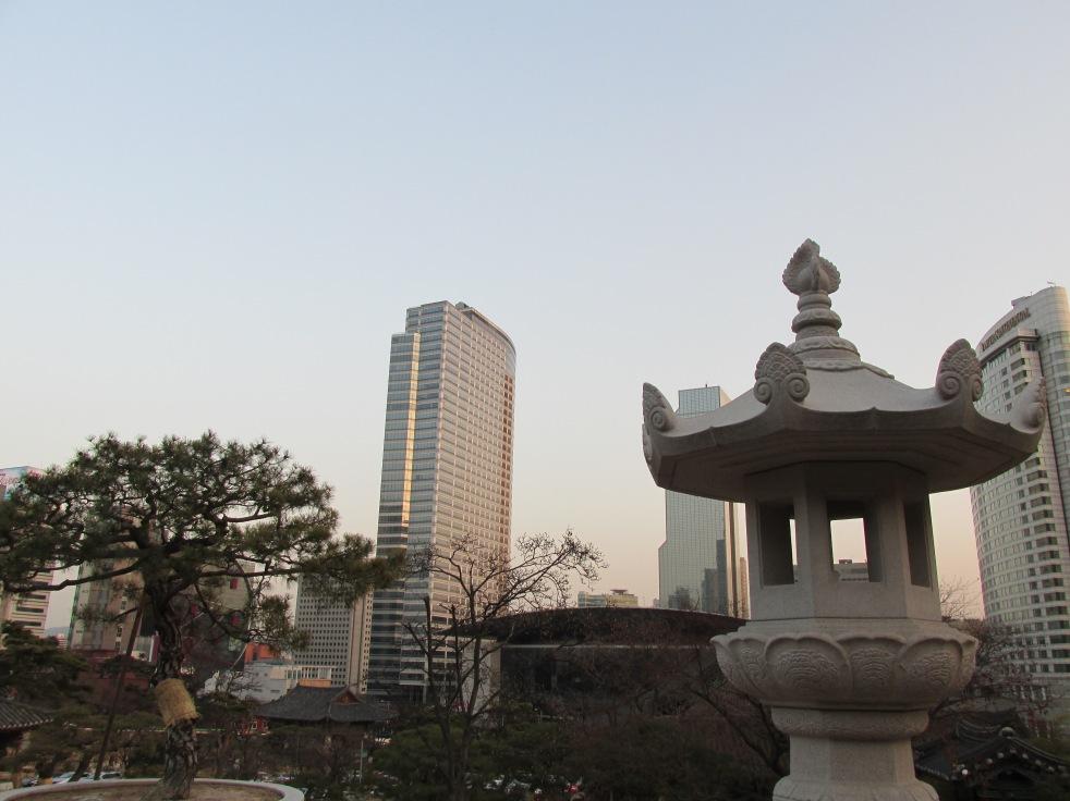 Memandang Kota dari Heningnya Bongeunsa